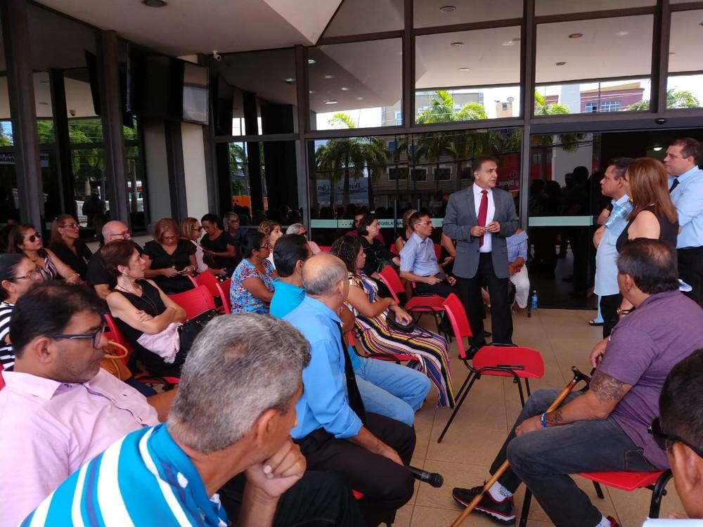 Servidores da Aleac protestam por reposição salarial e concurso público